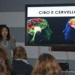 Liana Zorzi presenta la lezione Cibo e cervello a Biassono (MB)